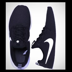 Nike Women's Black Rosche One